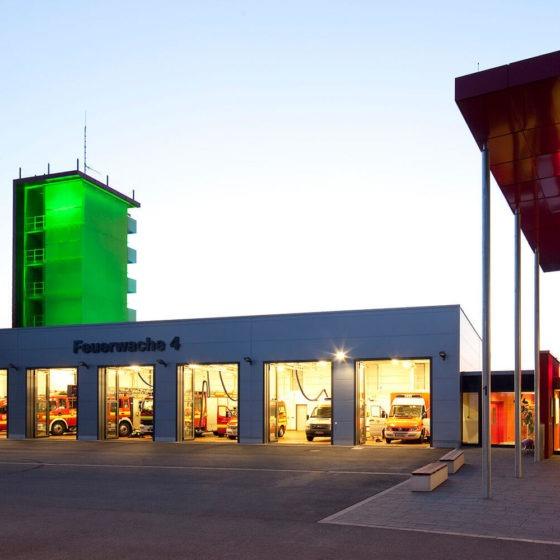 Feuerwache Dortmund Turm Grün beleuchtet