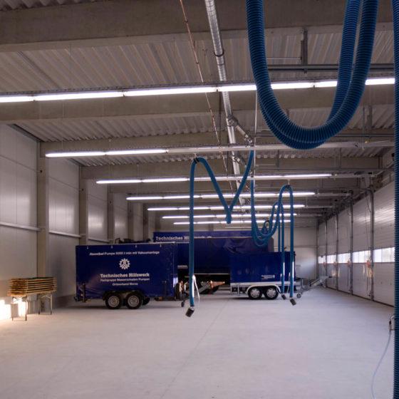 THW Werne Halle mit Einsatzwagen